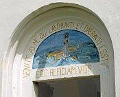 Natpis iznad ulaznih vrata