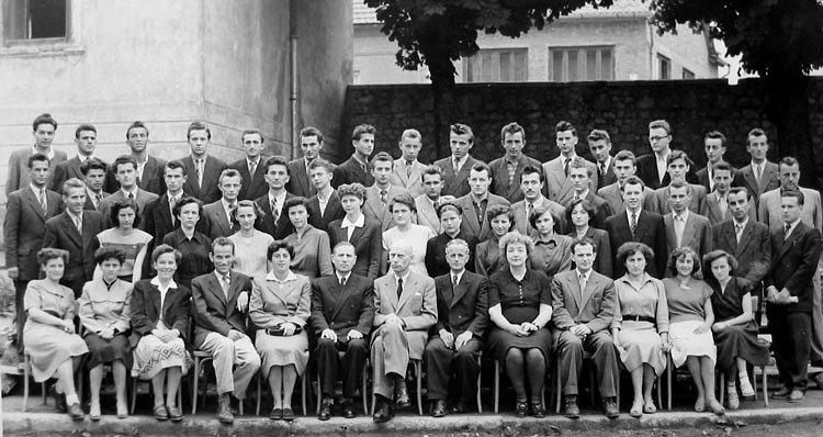 Maturanti Realne gimnazije Ogulin iz 1954. - A i B razred