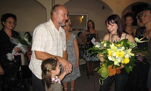 Otac Darko Magdić čestita svojoj Ivi na uspješnoj  prezentaciji revije modela