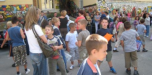 Djeca osnovne škole I.B. Mažuranić u očekivanju početka nastave