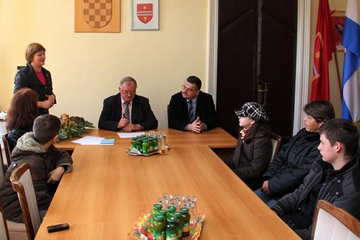 Gradonačelnik Magdić uručio božićni dar djeci