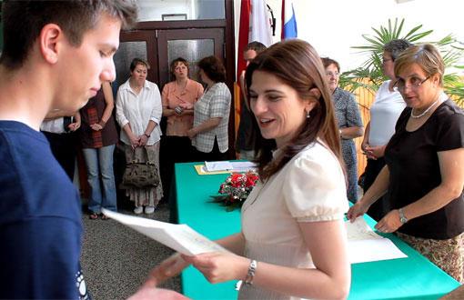 Ogulinski budući studenti dobili svjedodžbe i potvrde o položenim  ispitima državne mature