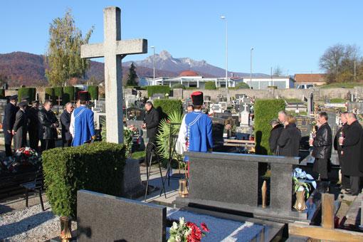 Zapaljene svijeće i položeni vijenci u povodu blagdana Svih svetih i Dušnog dana