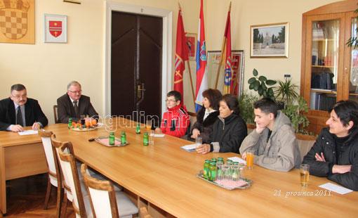 Gradonačelnik Magdić uručio božićne darove djeci