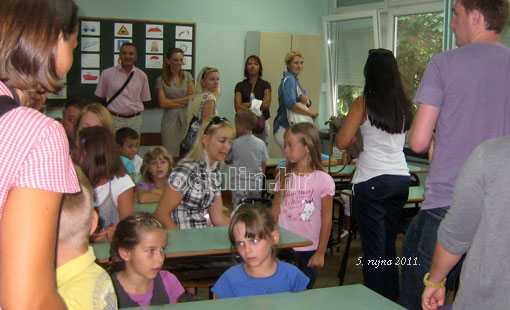 U osnovnim i srednjim školama započela nastava