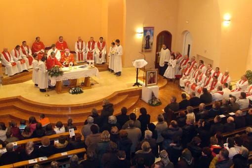 Biskup Bogović na Stepinčevo predslavio 10. obljetnicu župe i blagoslovio novu crkvu