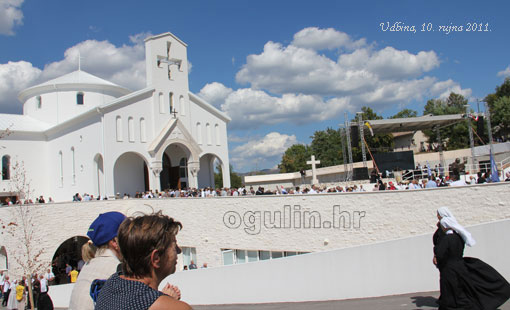 Ogulinci na posveti Crkve hrvatskih mučenika na Udbini