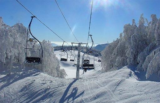 Žičara na skijalištu Bjelolasica